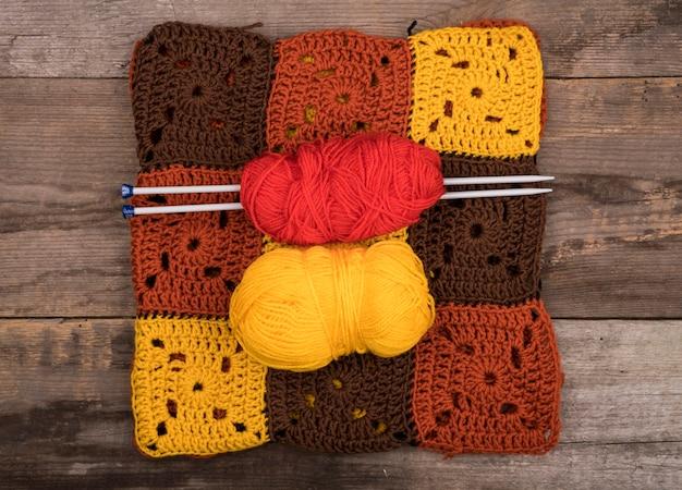 Plat van patronen gemaakt van wol