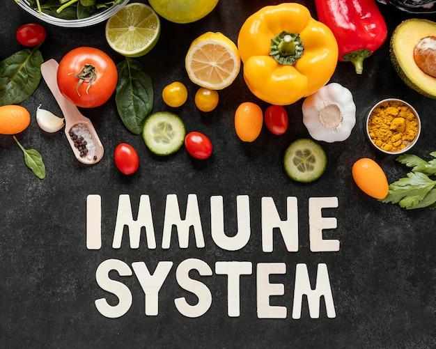 Platliggend assortiment van gezond voedsel voor het versterken van de immuniteit