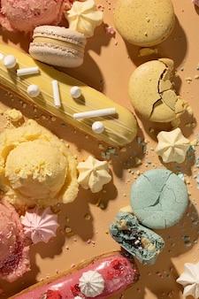 Platliggend dessert arrangement