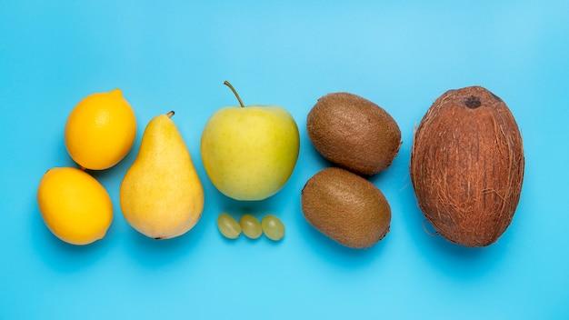 Platliggend vers fruit arrangement