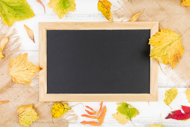 Platliggend zwart frame met mock-up