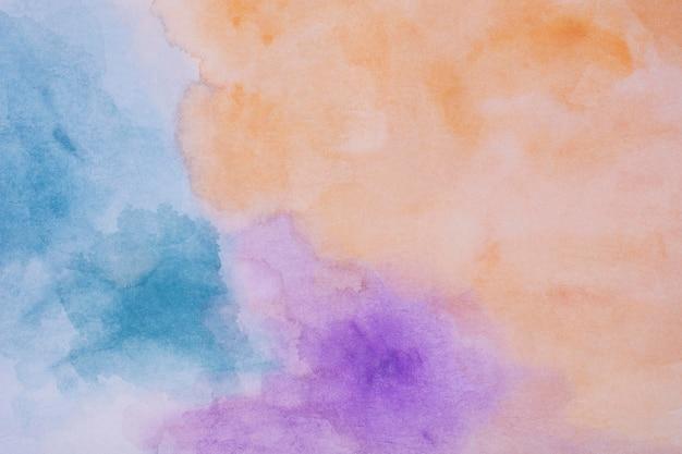 Platliggende aquarelvlek op papier