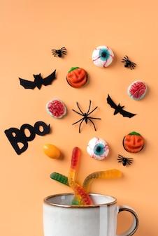 Platte lay compositie creatieve halloween-elementen