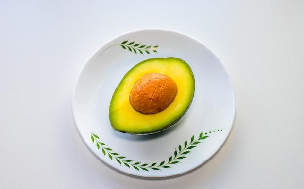 Platte lay-out van avocado is goed voor de gezondheid,