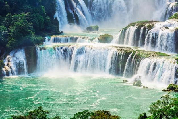 Platteland bos cascade zomer groen beroemd