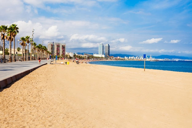 Playa de la barceloneta stadsstrand in het centrum van de stad barcelona, regio catalonië in spanje