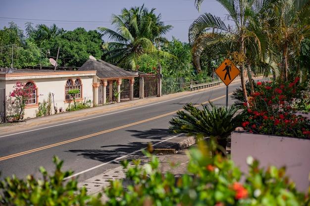 Playa limon, dominicaanse republiek 28 december 2019: landweg in dominicaanse republiek