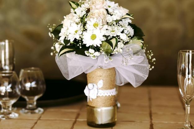 Plechtige verfijnde sfeer bonte bloemblaadjes