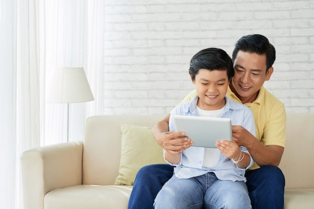 Plezier maken met liefhebbende vader