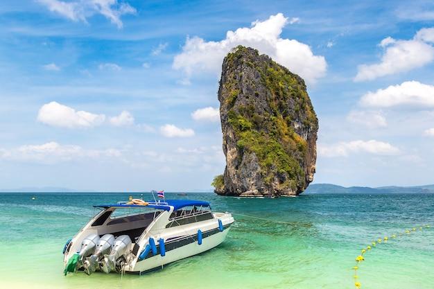 Poda-eiland, thailand in een zonnige dag