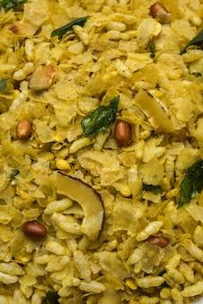 Poha chivda of chivada is een indiase populaire snack. selectieve focus