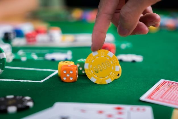 Pokerchips en kaarten op de doek