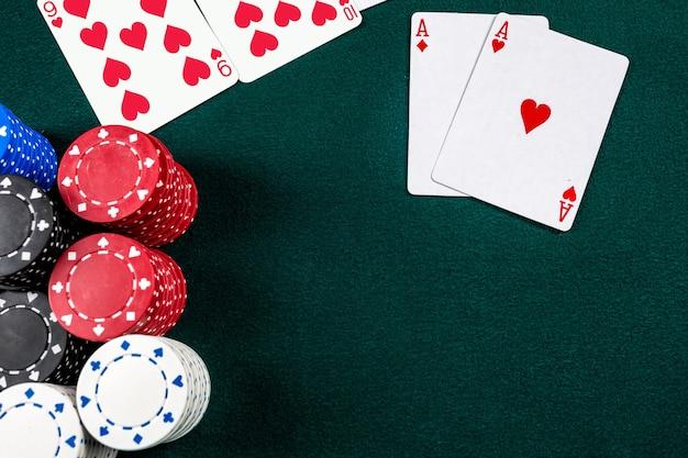 Pokerchips en kaarten
