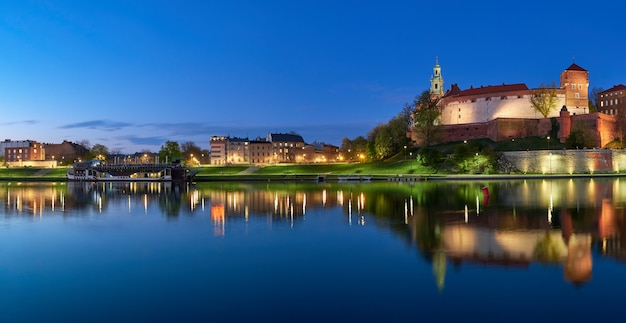 Polen, krakau, wawel-heuvel bij nacht, panorama