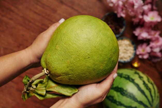 Pomelo-fruit voor chinees nieuwjaar