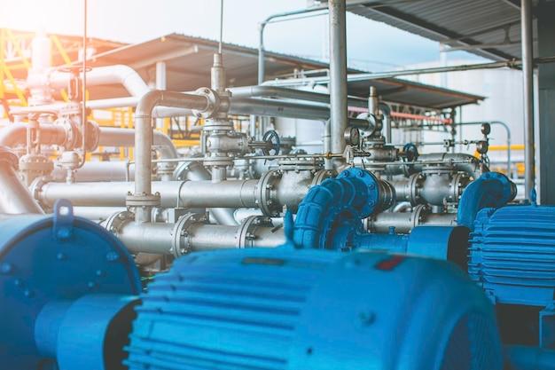 Pomp en pijpleiding oliedrukmeter kleppen bij fabrieksdruk veiligheidsklep selectief