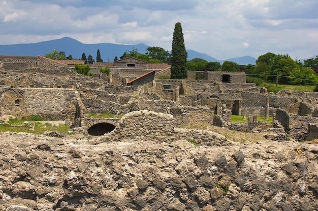 Pompei, roman ruïnes in napels, italië, bij rotts van vesuvio