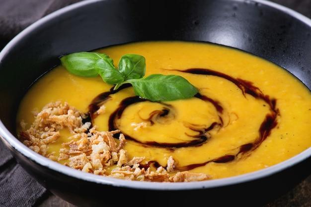 Pompoen en zoete aardappel soep