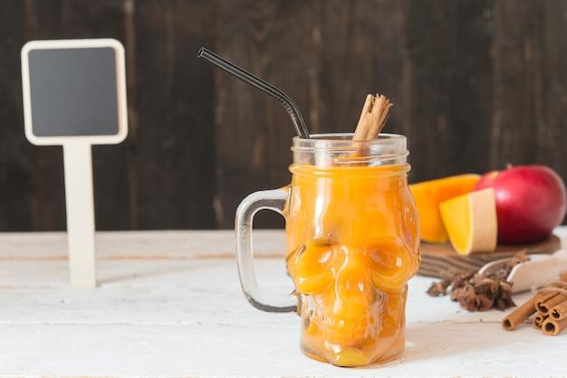 Pompoendrank met appel, kaneel en steranijs