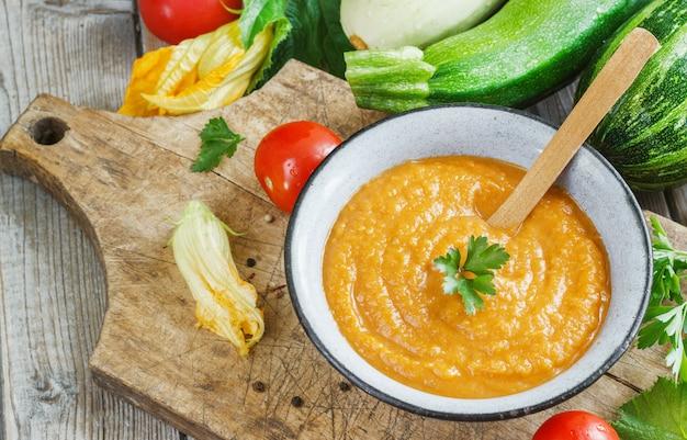 Pompoenkaviaar met tomatenpuree en knoflook