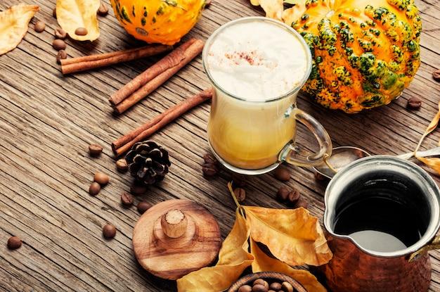 Pompoenkruidkoffie of latte