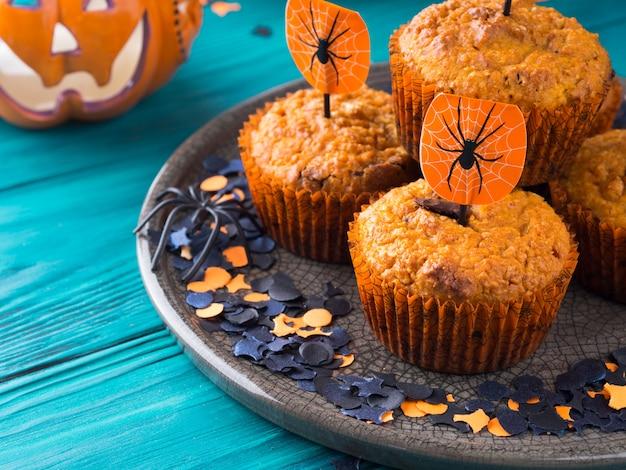 Pompoenmuffins voor halloween-kinderfeest