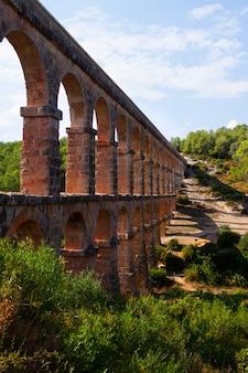 Pont del diable in tarragona. catalonië