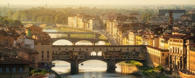 Ponte vecchio bridge in florence - italië