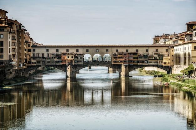 Ponte vecchio-brug in florence - italië