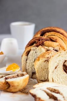Pools kaneelbrioche brood