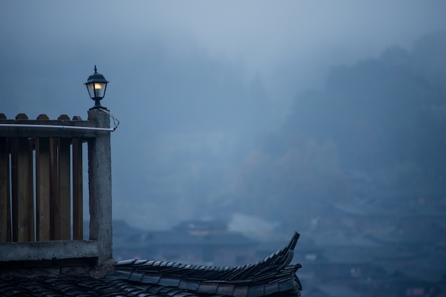 Poort met een heleboel mist