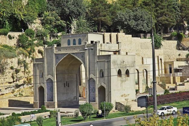 Poort van de koran in de stad shiraz, iran