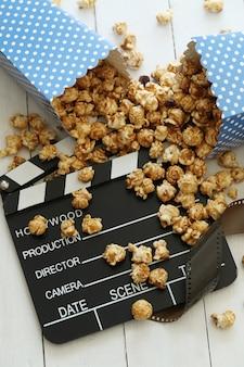 Popcorn en klembord en klembord