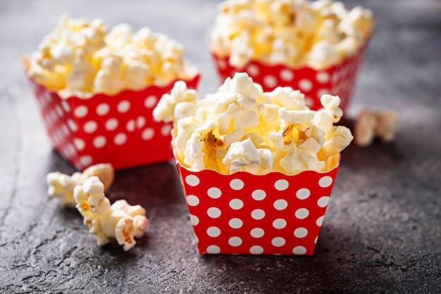 Popcorn in rode polka dot pack