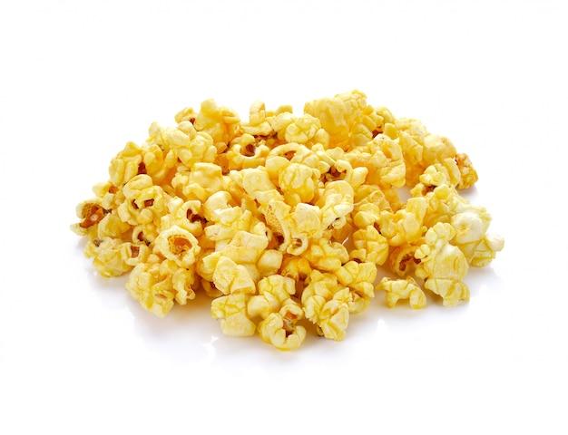 Popcorn op wit wordt geïsoleerd dat.