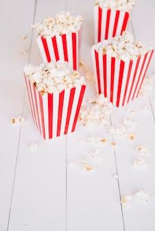 Popcorndoos van de bioscoop