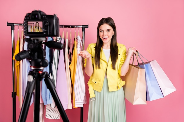 Populaire stijlvolle videoblogger lady shoot record fashion vlog