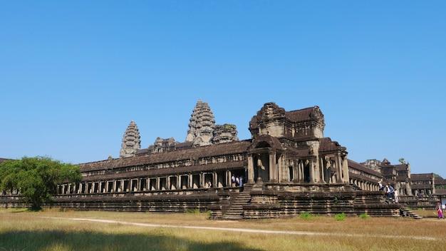 Populaire toeristische attractie oude tempelcomplex angkor wat in siem reap, cambodja