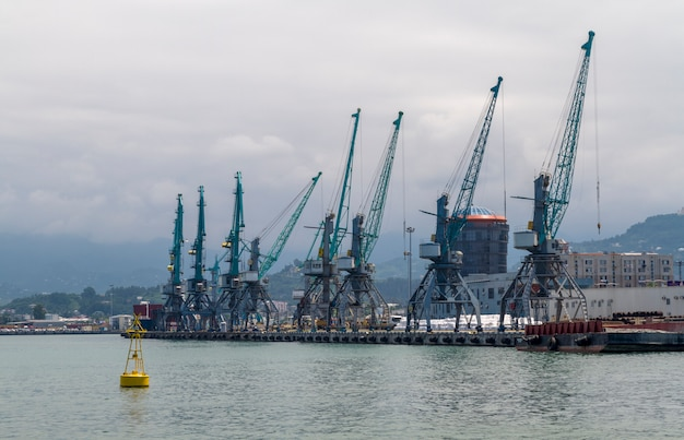 Port containers crane op de zwarte zee