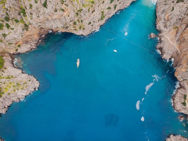Port de sa calobra - prachtige kustweg en landschap mallorca, spanje