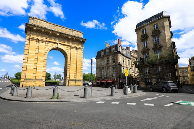 Porte de bourgogne in bordeaux, frankrijk