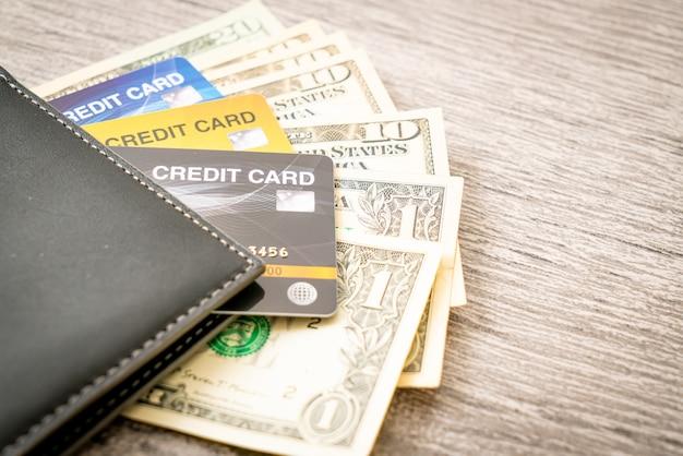 Portemonnee met geld en creditcard