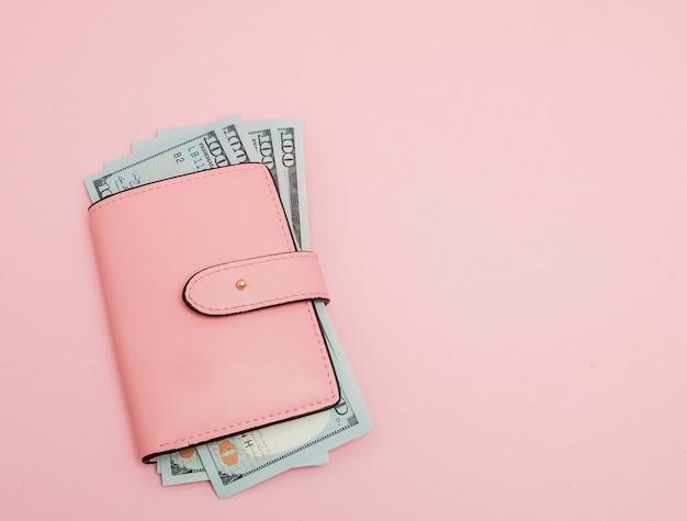 Portemonnee met honderd dollar biljetten