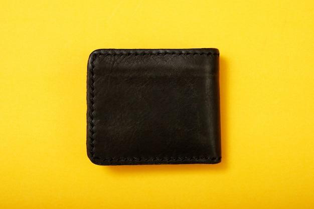 Portemonnee met plan uw financiën van tevoren, zoals 3-6 maanden sparen, verzekeringen kopen en op vele manieren inkomsten genereren. schuldplanning