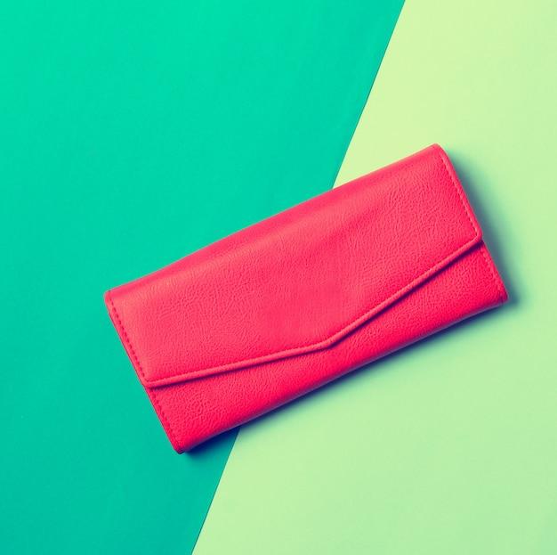 Portemonnee op een tafel