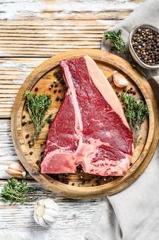 Porterhouse biefstuk. biologisch rauw vlees rundvlees. bovenaanzicht