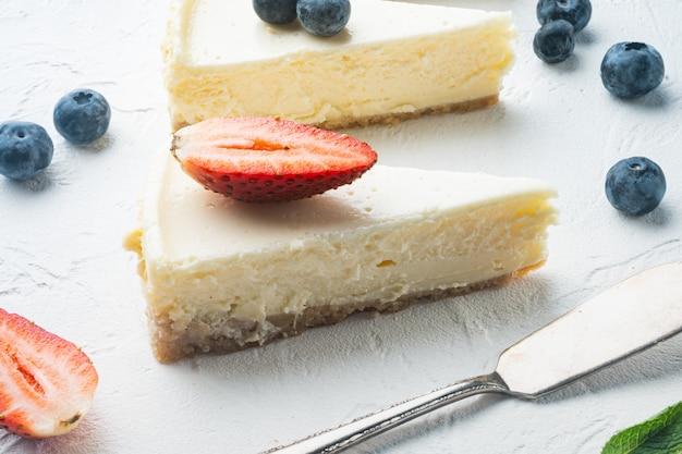 Portie cheesecake met bessen,