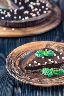Portie met chocolade gezouten taart