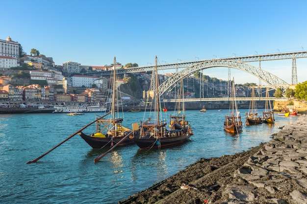 Porto oldtown skyline van de wijnhaven