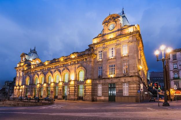 Porto, portugal - juli 02: sao bento treinstation op 02 juli 2014 in porto, portugal